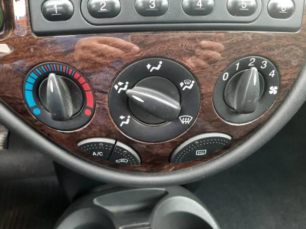 Ford Focus 1.8 Ghia TROTINA Auto - autobazar